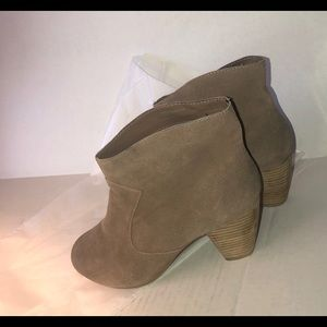 ECote' size 9 suede bootie Tan/Urban Outfitter